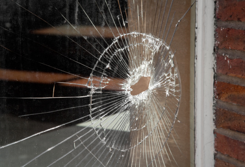 Broken「Shattered Glass In Storefront Window, Vandalism, Bullet Hole, Damage」:スマホ壁紙(12)