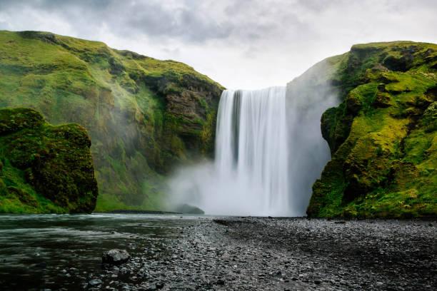 Skogafoss Waterfall, Southern Iceland:スマホ壁紙(壁紙.com)