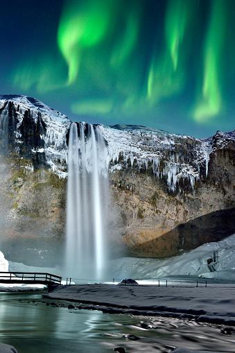 Basalt「Skogafoss Waterfall and Green Aurora, Iceland」:スマホ壁紙(4)