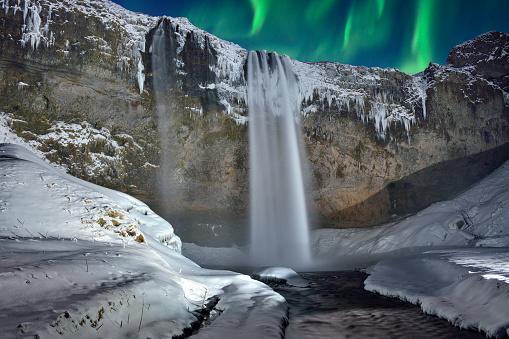 星空「スコウガ滝滝と緑のオーロラ、アイスランド」:スマホ壁紙(16)