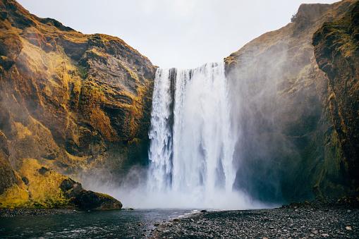 Valley「Skogafoss waterfall in Iceland in autumn」:スマホ壁紙(11)