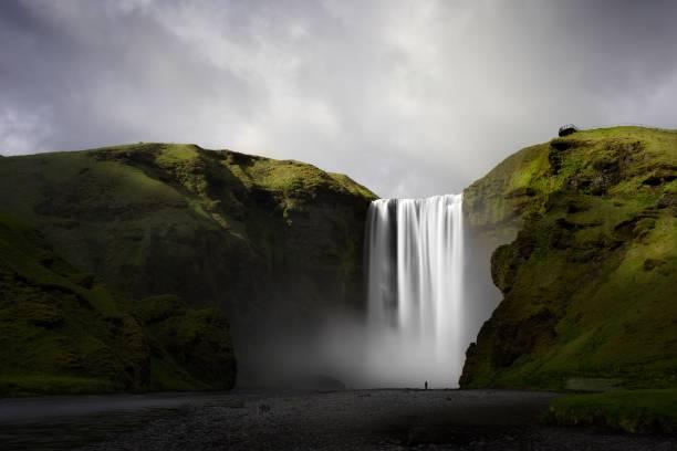 Skogafoss waterfall, Skogar, Iceland:スマホ壁紙(壁紙.com)