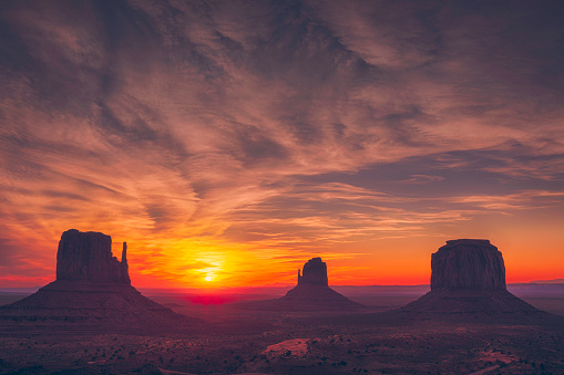 Dawn「Monument Valley sunrise」:スマホ壁紙(12)
