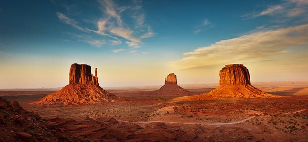Indigenous Culture「Monument Valley Tribal Park Landscape at Sunset」:スマホ壁紙(10)
