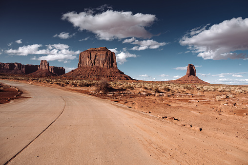 Indigenous Culture「Monument valley national park view on the road」:スマホ壁紙(11)