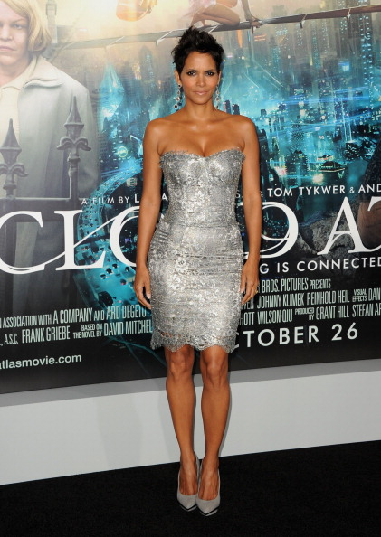 "Scalloped - Pattern「Premiere Of Warner Bros. Pictures' ""Cloud Atlas"" - Arrivals」:写真・画像(19)[壁紙.com]"