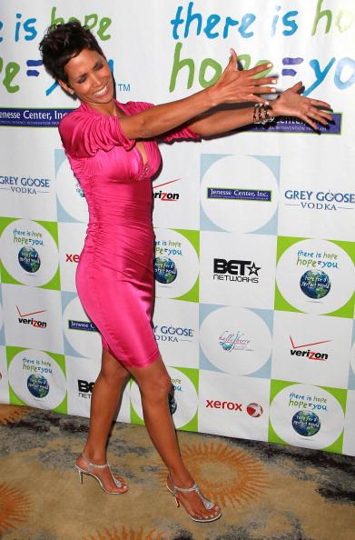 Sleeved Dress「2011 Jenesse Silver Rose Auction And Gala - Arrivals」:写真・画像(14)[壁紙.com]