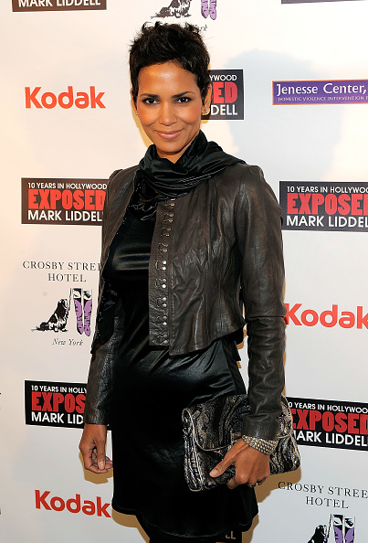 "Leather Jacket「Halle Berry Hosts ""An Evening Of Awareness"" - Red Carpet」:写真・画像(3)[壁紙.com]"