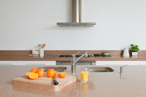 スイセン「、オレンジジュースにオレンジのキッチンカウンター」:スマホ壁紙(2)