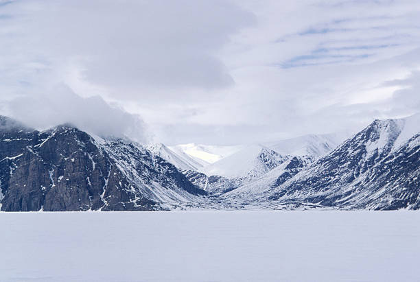 Mountains on Baffin Island, Canada:スマホ壁紙(壁紙.com)