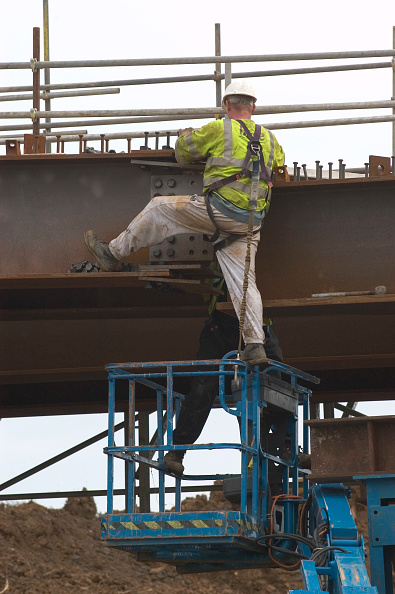 Balance「Construction worker ignoring the basic rules of health and safety on a construction site」:写真・画像(8)[壁紙.com]