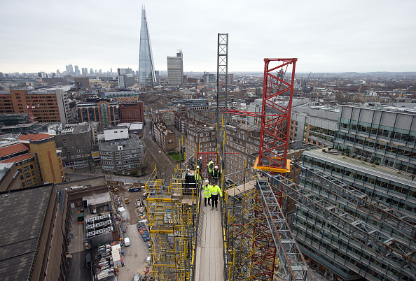 Southwark「Sir Nicholas Serota Lays The Final Brick Of The New Tate Modern」:写真・画像(5)[壁紙.com]