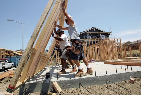 Construction Worker「New Home Sales Increase Despite Rising Mortgage Rates」:写真・画像(4)[壁紙.com]