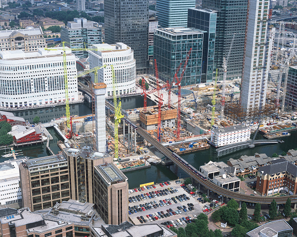 Urban Skyline「Construction in progress in Canary Wharf  Docklands area. Aerial view. London  United Kingdom.」:写真・画像(3)[壁紙.com]