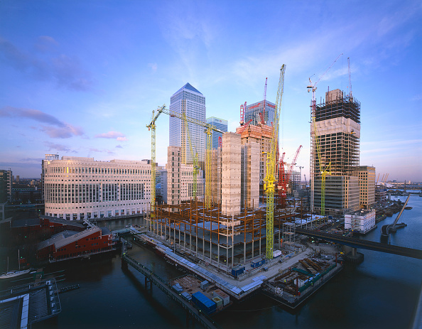 Urban Skyline「Construction in progress in Canary Wharf  Docklands area. London  United Kingdom.」:写真・画像(18)[壁紙.com]
