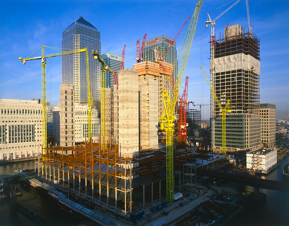 Urban Skyline「Construction in progress in Canary Wharf  Docklands area. London  United Kingdom.」:写真・画像(8)[壁紙.com]