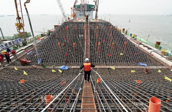 Economy「Construction of massive pylon foundations for Incheon Bridge in Seoul South Korea」:写真・画像(2)[壁紙.com]