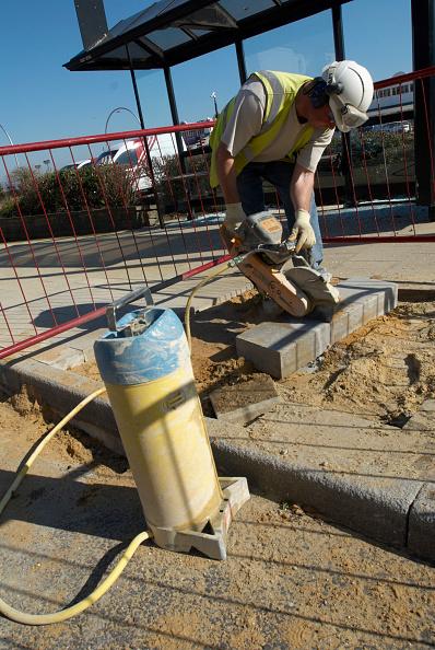 Cutting「Construction worker sawing a concrete block, UK」:写真・画像(3)[壁紙.com]