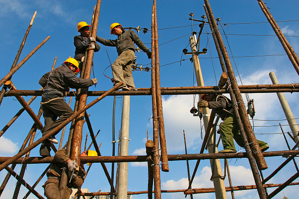 Balance「Construction workers erect wooden scaffolding in Beijing」:写真・画像(6)[壁紙.com]