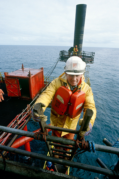 Construction Equipment「Construction engineer at work on gas production platform installation. North Sea.」:写真・画像(12)[壁紙.com]