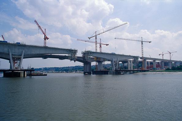 Medway River「Construction of the Medway Bridge for the Channel Tunnel Rail Link. Kent, United Kingdom, 2001.」:写真・画像(16)[壁紙.com]