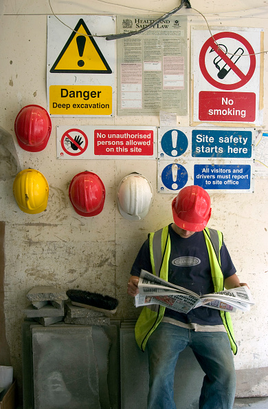 Coffee Break「Construction worker on a tea break」:写真・画像(5)[壁紙.com]