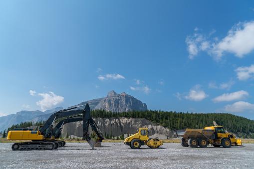 Road Construction「Construction vehicle idle beside mountain road construction」:スマホ壁紙(7)