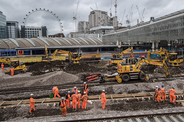 Finance and Economy「Waterloo Commuters Face Disruption After Closure Of 10 Platforms」:写真・画像(19)[壁紙.com]