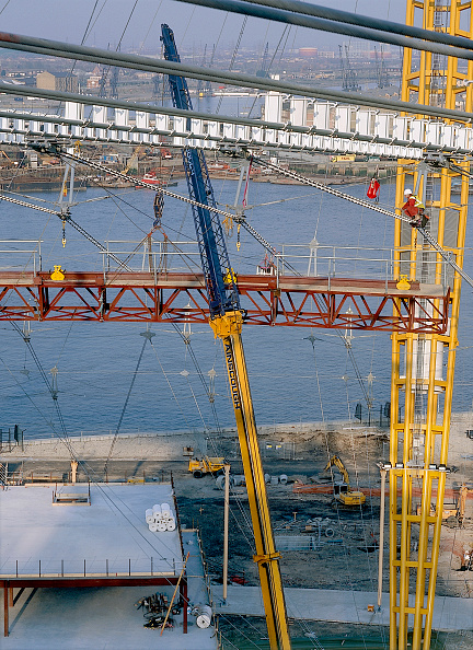 2002「Construction of the roof canopy  at the Millennium Dome London, United Kingdom Dome designed by Richard Rogers Partnership」:写真・画像(17)[壁紙.com]