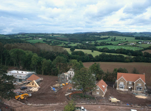 Construction of new detached houses with conversion of stable block to house nearby. Wales.:ニュース(壁紙.com)