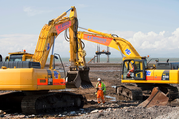 Construction Equipment「Construction workers working on the foreshore of the Solway Firth near Workington, installing the power cable that will carry the electricity from the new Robin Rigg offshore wind farm in the Solway Firth. Robin Rigg is one of the largest wind farms in t」:写真・画像(16)[壁紙.com]