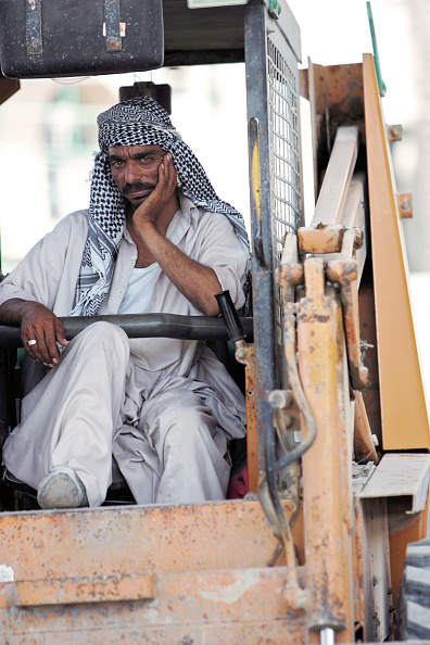 Construction Machinery「Construction worker, Dubai, United Arab Emirates, June 5, 2005.」:写真・画像(13)[壁紙.com]