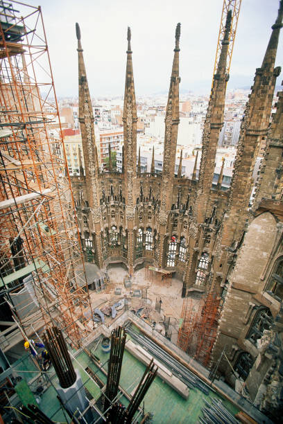 Construction of hollow stone columns with reinforcement for concrete. Sagrada Familia Cathedral. Designed by Antoni Gaudi. Barcelona, Catalunya, Spain.:ニュース(壁紙.com)