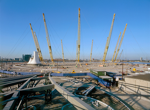 Architectural Feature「Construction of North Greenwich transport interchange, alongside the Millennium Dome London, United Kingdom Dome designed by Richard Rogers Partnership」:写真・画像(1)[壁紙.com]