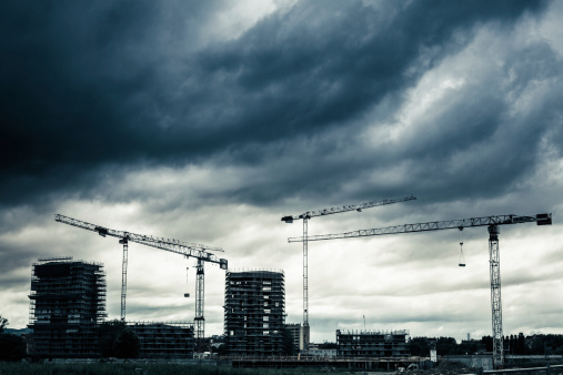 Overcast「Construction Site with Cranes and Cloudy Sky」:スマホ壁紙(14)