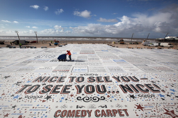 Sweeping「Gordon Young's Comedy Carpet Seen From The Top Of Blackpool Tower」:写真・画像(11)[壁紙.com]