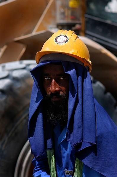 Wheel「Construction Worker at New Air Terminal, Dubai, United Arab Emirates.」:写真・画像(18)[壁紙.com]