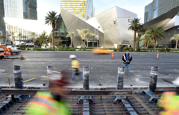 Bollard「Las Vegas Begins Installing Steel Posts On The Strip To Protect Pedestrians From Vehicles」:写真・画像(0)[壁紙.com]