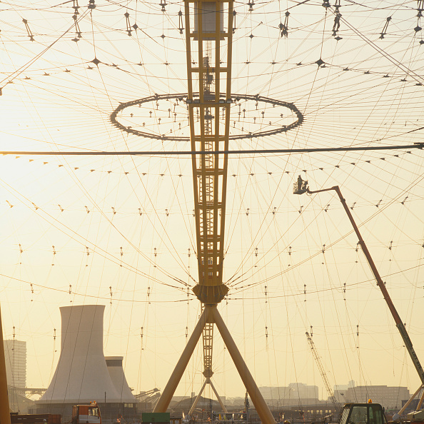 Risk「Construction of roof structure of Millennium Dome, Greenwich, London, UK, 1999」:写真・画像(17)[壁紙.com]