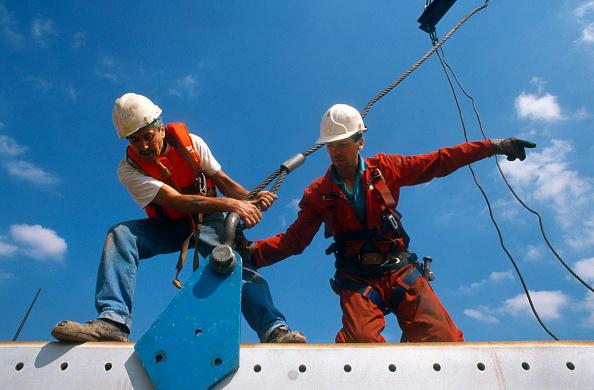 Effort「Construction workers in action」:写真・画像(1)[壁紙.com]