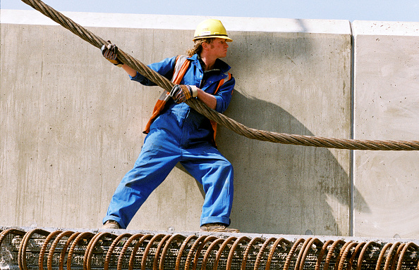 Toughness「Construction workers in action」:写真・画像(14)[壁紙.com]
