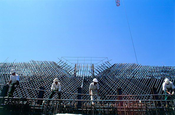 Copy Space「Construction site. Four men manhandle a heavy bar for steel reinforcement at the top of a bridge pier on the Rion-Antirion bridge, Greece.」:写真・画像(16)[壁紙.com]