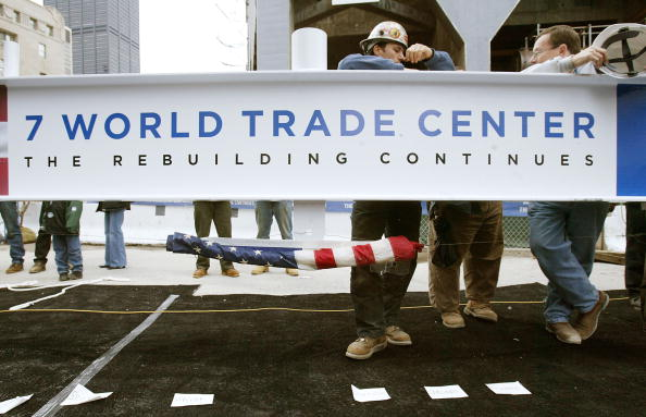 911 Remembrance「Ceremony Marks Completion Of Steel Erection Of 7 World Trade Center」:写真・画像(11)[壁紙.com]