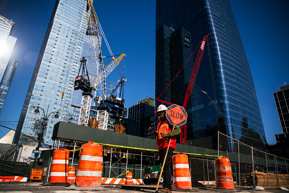 Construction Industry「Coronavirus Pandemic Causes Climate Of Anxiety And Changing Routines In America」:写真・画像(2)[壁紙.com]