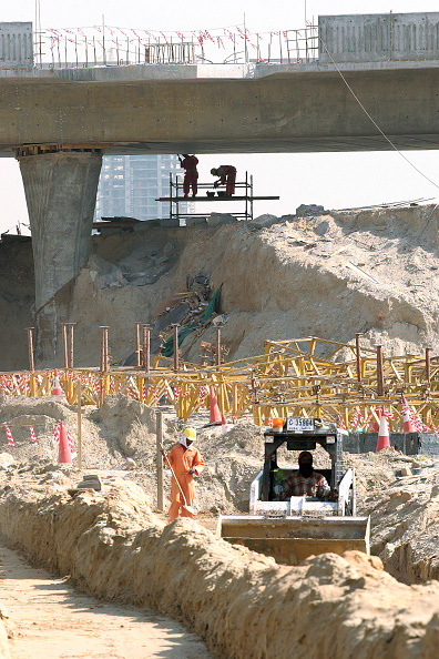 Mid Adult「Construction of 5th interchange on Sheikh Zayed Road, Dubai, United Arab Emirates, January 2007.」:写真・画像(16)[壁紙.com]