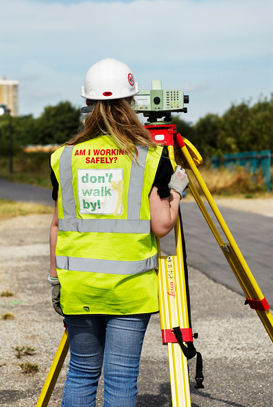 Reflective Clothing「Construction site engineer using a theodolite on the Olympic Stadium site, Stratford, East London, UK」:写真・画像(9)[壁紙.com]