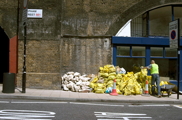 Finance and Economy「Construction waste on a pavement」:写真・画像(14)[壁紙.com]