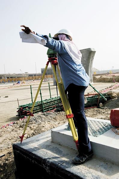 Mid Adult「Construction of the new Garhoud bridge, Dubai, United Arab Emirates, December 2006.」:写真・画像(13)[壁紙.com]