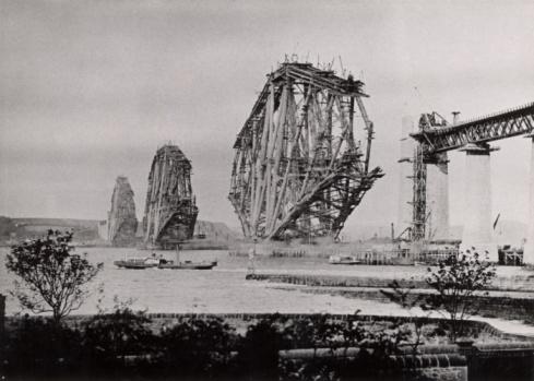 19th Century「Construction of Forth Railway Bridge in Scotland」:スマホ壁紙(1)