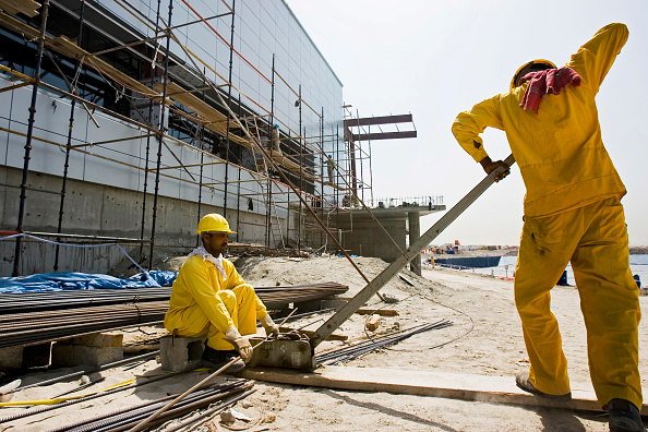 Mid Adult「Construction Site, LAGOONS Dubai, United Arab Emirates, April 2007. Launched in April 2006, The Lagoons is a 21 million m2 waterfront project with an estimated total cost of US $17 billion (AED65 billion). Composed of seven landscaped islands, it will fe」:写真・画像(17)[壁紙.com]